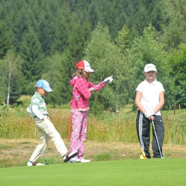 Výkonnostní golfový prázdninový kemp pro mládež
